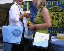 2011_08_Wir_verkauften_unsere_eigenen_SI-Taschen_zugunsten_unserer_Projekte